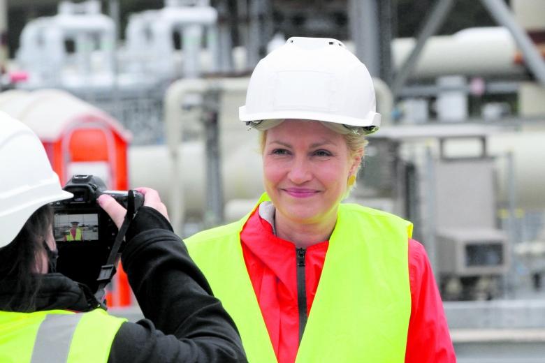 Kämpft für die Interessen ihres Landes: Mecklenburg-Vorpommerns Ministerpräsidentin Manuela Schwesig, hier bei einem Besuch des Fährhafens Sassnitz-Mukran im Herbst 2020