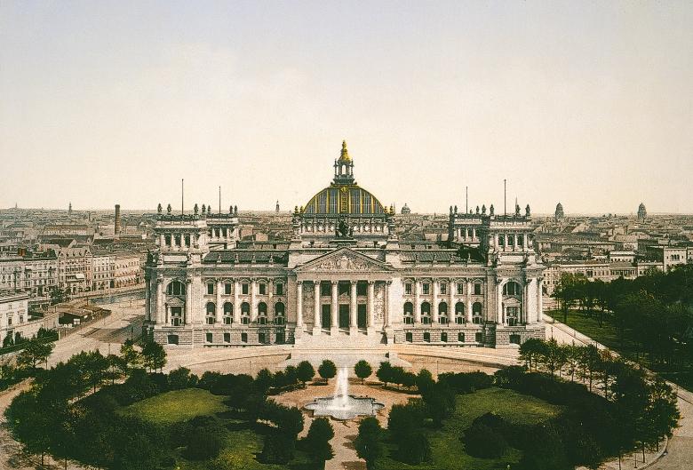 Symbol der staatlichen Kontinuität zwischen dem Kaiserreich und der Bundesrepublik: Der von Paul Wallot erbaute Reichstag in Berlin
